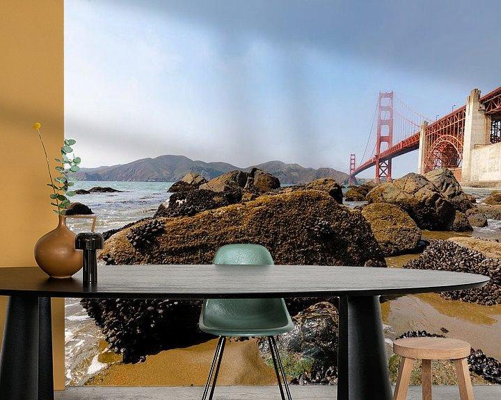 Sfeerimpressie behang: Gold Gate Bridge Rocks 2 - San Francisco van Remco Bosshard