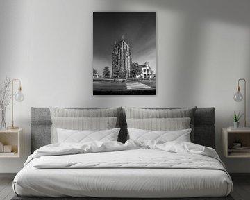 De Oldehove in Leeuwarden in het avondlicht in zwart/wit von Harrie Muis