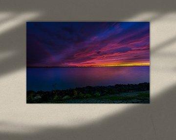 Kleurexplosie tijdens zonsondergang van Marco Faasse