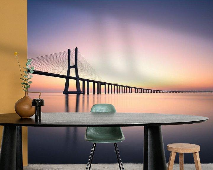Sfeerimpressie behang: Ponte Vasco Da Gama van Christophe Staelens