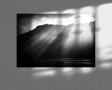 Zonsondergang over fjorden van Jesse Meijers