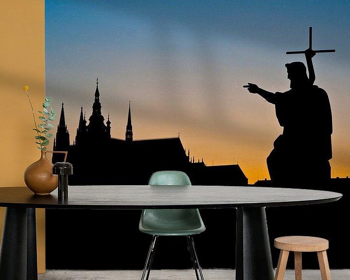 Sfeerimpressie behang: Zonsondergang achter de kathedraal van Praag van Jesse Meijers