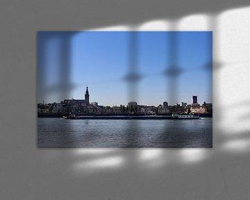 Uitzicht vanaf Lent op Nijmegen van Julia Wezenaar