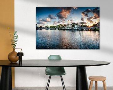 Der alte Hafen von Alkmaar mit seinem Bierkai und Verbrauchsturm von Fotografiecor .nl