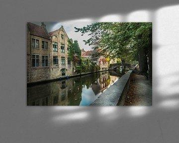 Reflectie in de rivier, Brugge van Sasja van der Grinten