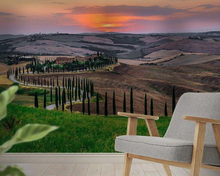 Sfeerimpressie behang: Zonsondergang in Toscane van Ralf van de Veerdonk