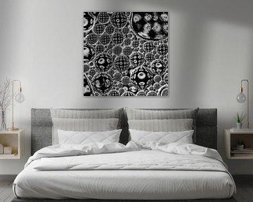 Ordnung im Chaos (schwarze und weiße Punkte in Blasen) von Marjolijn van den Berg