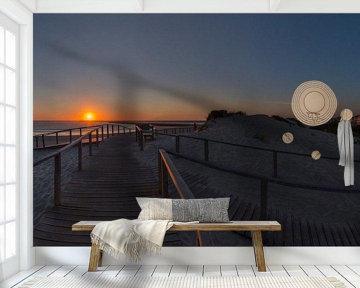 Sfeerimpressie behang: Zonsondergang, Praia do Paredão,  Farol da Barra, strand en vuurtoren, Praia da Barra,  Aveiro, Beir van Rene van der Meer