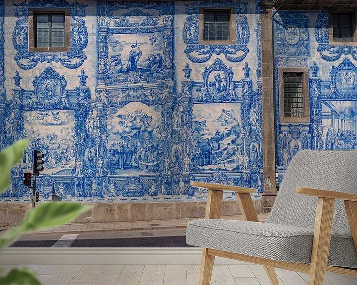 Sfeerimpressie behang: Azulejos,  blauwe tegels aan de Capela Das Almas, Porto, Douro Litoral, Portugal van Rene van der Meer
