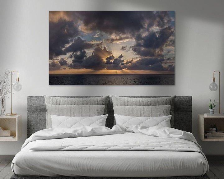 Sfeerimpressie: Stralenkrans zonsondergang achter de wolken, South-Cyprus, Cyprus van Rene van der Meer