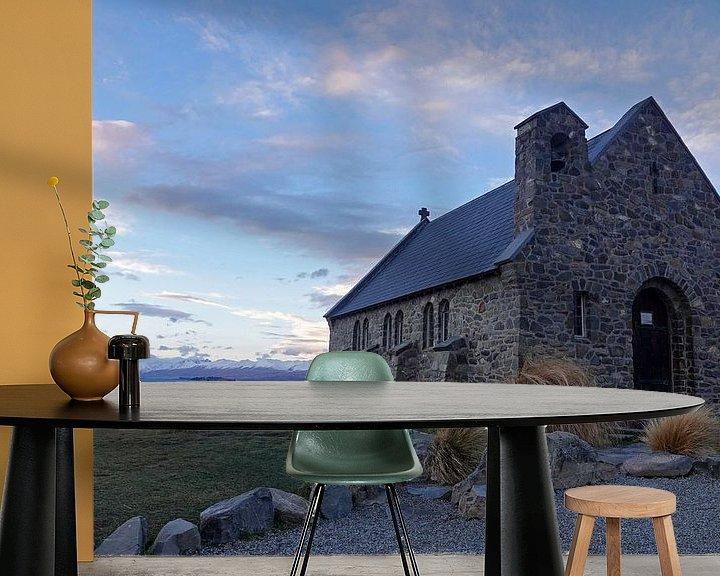 Sfeerimpressie behang: Kerk bij het Tekapo meer in Nieuw Zeeland van Aagje de Jong