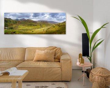 Panorama van het dal tussen de heuvels in Wales van Rietje Bulthuis