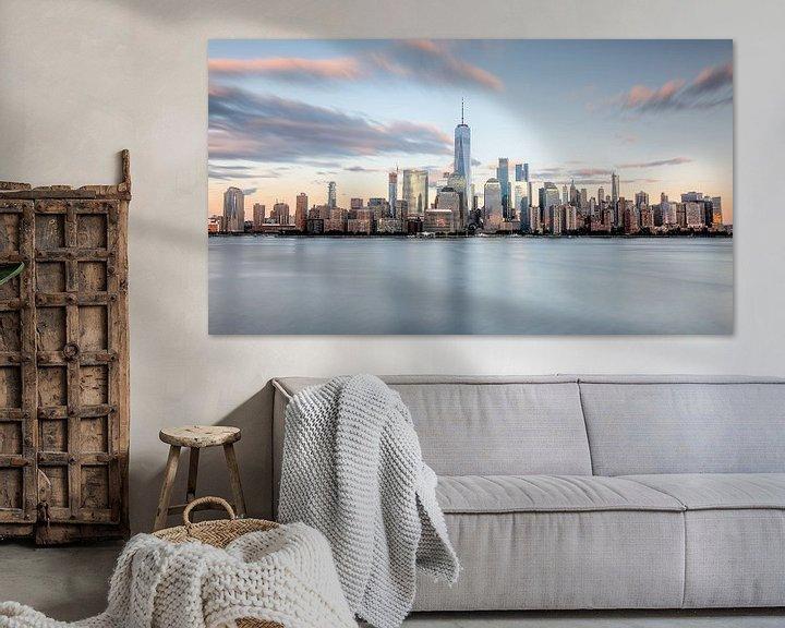 Sfeerimpressie: New york city skyline zonsondergang golden hour van Marieke Feenstra