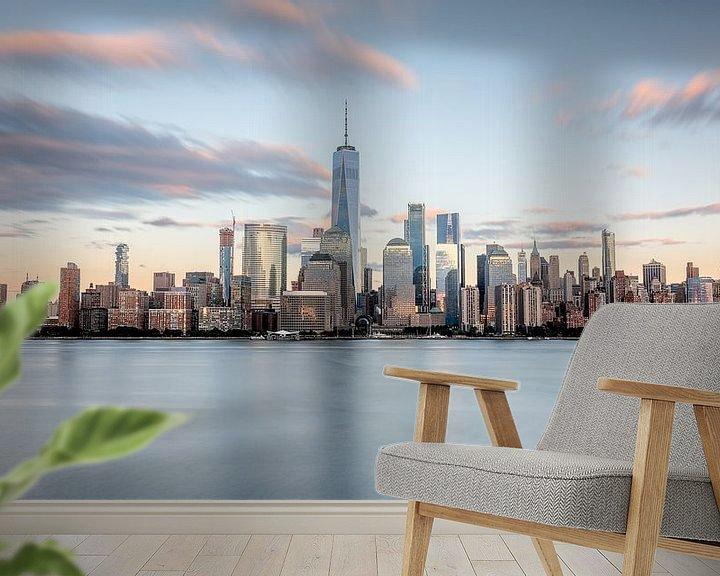 Sfeerimpressie behang: New york city skyline zonsondergang golden hour van Marieke Feenstra