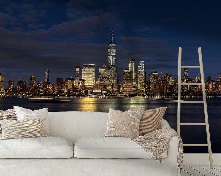 Sfeerimpressie behang: New York City skyline at night van Marieke Feenstra