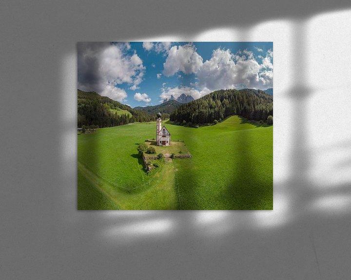 Sfeerimpressie: Kirche St. Johann in Ranui, Villnoss Tal, Sankt Magdalena, Südtirol - Alto Adige, Italië van Rene van der Meer