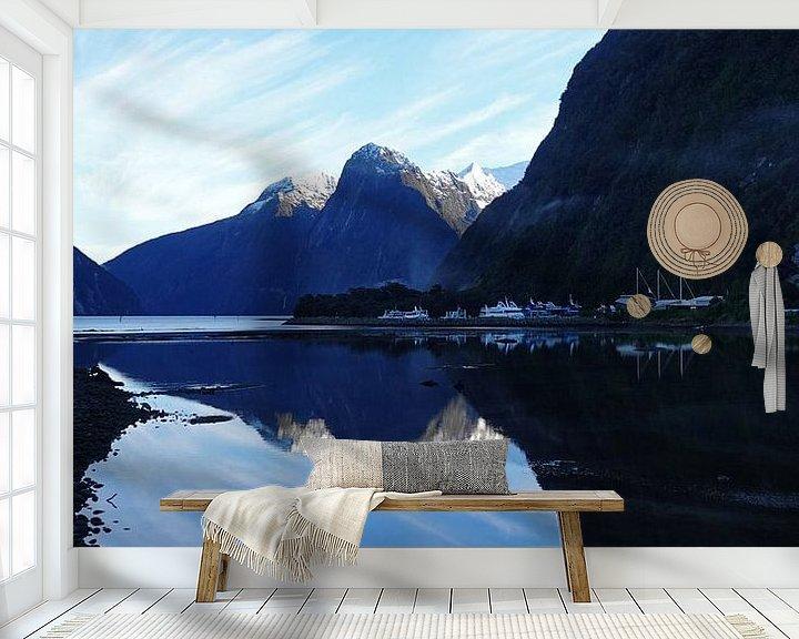 Sfeerimpressie behang: Zonsopgang bij Milford Sound in Nieuw Zeeland van Aagje de Jong
