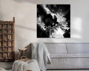 Botsende puzzelstukjes zwart-wit van Marjolijn van den Berg