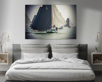 Skûtsjes voor de wind op het IJsselmeer van Fonger de Vlas