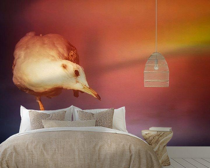 Sfeerimpressie behang: Meeuw bij zonsondergang van Max Steinwald