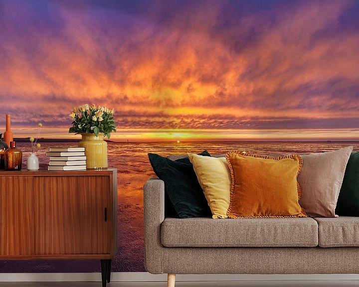 Sfeerimpressie behang: Vurige zonsondergang boven het wad van Fonger de Vlas