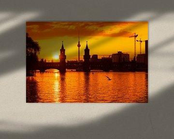 Berlin – Skyline im Sonnenuntergang / Oberbaumbrücke von Alexander Voss