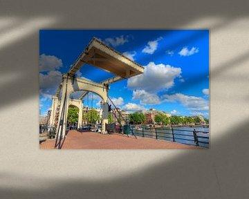 Magere brug Amsterdam in de zomer van Dennis van de Water