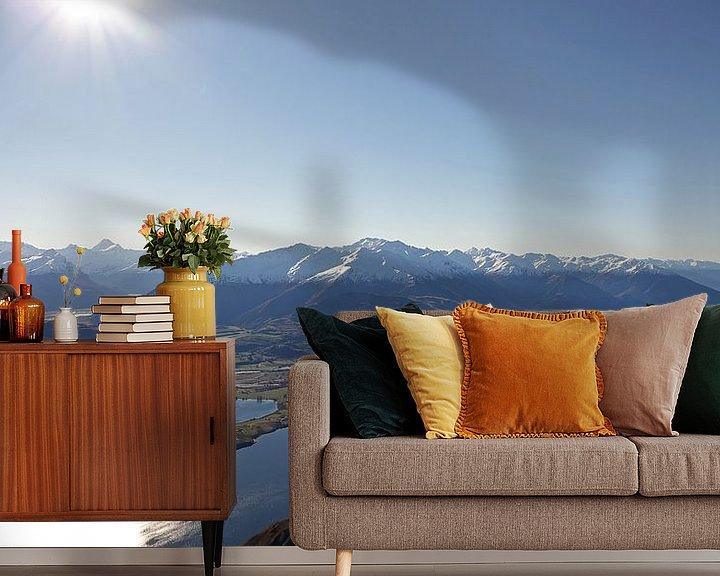 Sfeerimpressie behang: Schitterend uitzicht vanaf de top van Roys Peak over lake Wanaka in Nieuw Zeeland van Aagje de Jong