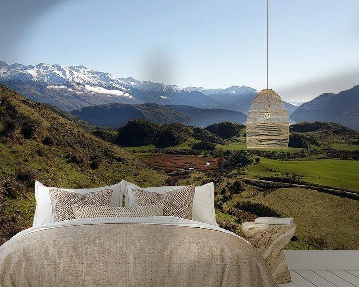 Sfeerimpressie behang: Op weg naar Roys Peak bij Lake Wanaka in Nieuw Zeeland van Aagje de Jong
