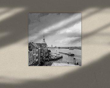 """Dordrecht Groothoofd hotel """"Bellevue""""vanaf de Merwedekade van Dordrecht van Vroeger"""