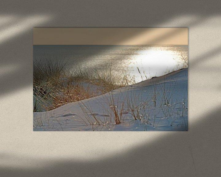Sfeerimpressie: Gouden zonsondergang vanuit de duinen te Egmond van Ronald Smits