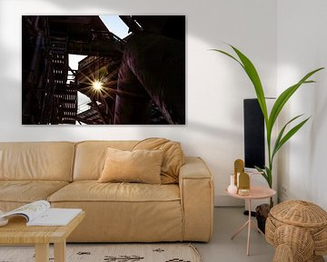 fraai tegenlicht in een verlaten fabriek van Patrick Verhoef