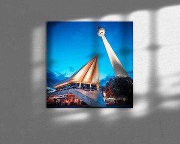 Berlin – Fernsehturm / Sockelgebäude von Alexander Voss
