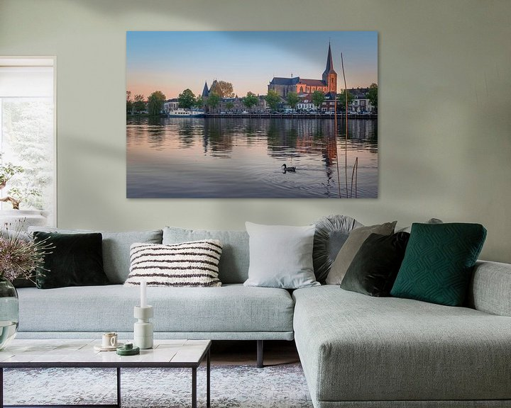 Sfeerimpressie: IJsselfront van Kampen met Bovenkerk bij zonsondergang van Gerrit Veldman