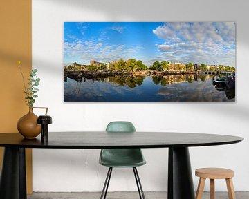 Amstel rivier Amsterdam reflectie van Dennis van de Water