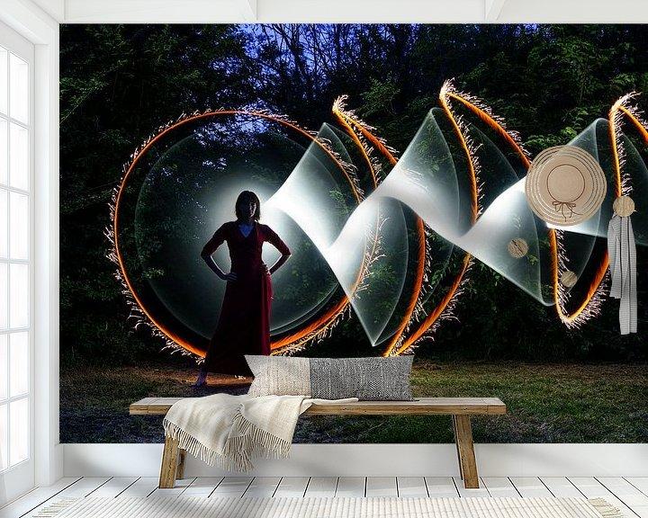 Sfeerimpressie behang: lightpainting - tubestories van Marjolein Hermans