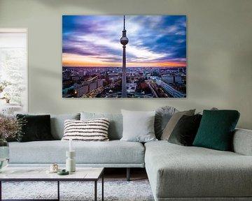 Fernsehturm Berlin bei Sonnenuntergang von Leon Weggelaar
