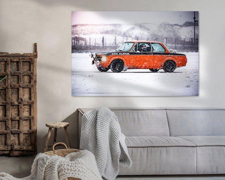 Sfeerimpressie: BMW 2002 in de sneeuw van Leon Weggelaar