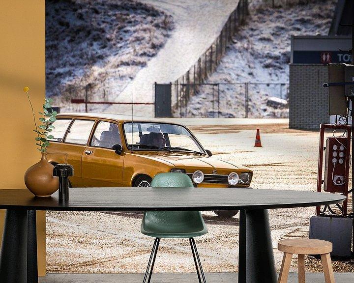 Sfeerimpressie behang: Opel Kadett van Leon Weggelaar