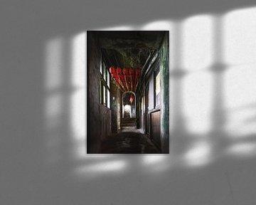 Lantern inside an old temple van Andreas Jansen