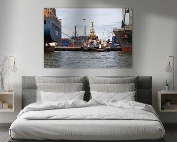 Der Schlepper im Rotterdam Waalhaven von MS Fotografie | Marc van der Stelt