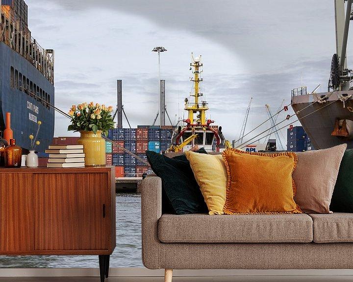 Sfeerimpressie behang: De sleepboot in de Rotterdamse Waalhaven van MS Fotografie   Marc van der Stelt