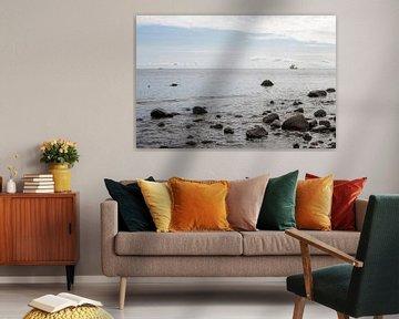 vue sur la mer avec un trois-mâts au loin sur Hanneke Luit