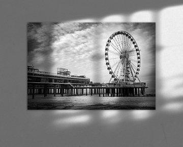 Pier van Scheveningen in zwart-wit