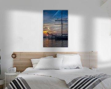 Sonnenaufgang mit Segelschiff Hedrika Bartelds von Johan Habing