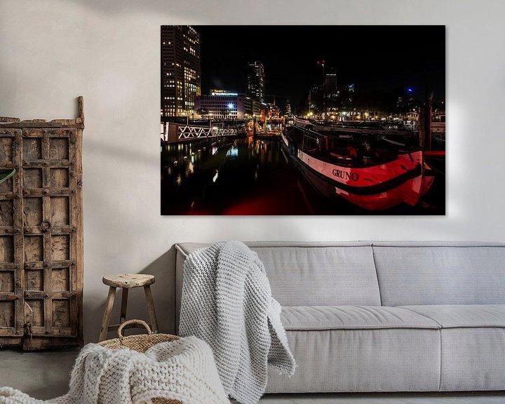 Sfeerimpressie: Rotterdam bij Nacht de haven. van Brian Morgan