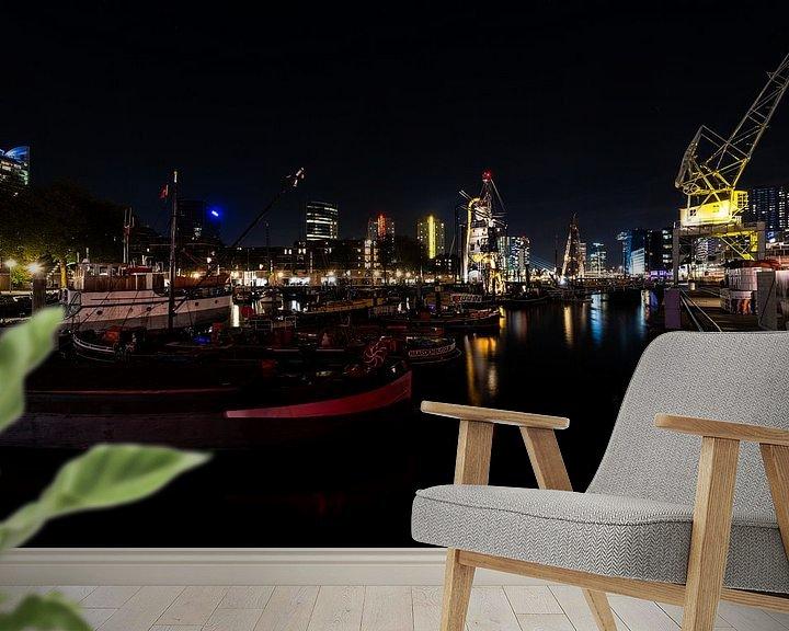 Sfeerimpressie behang: Rotterdam Nachtfoto over de haven van Brian Morgan