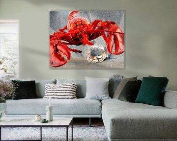 Rode kreeft op het strand met een Krab van Christine Vesters Fotografie