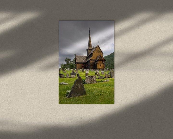 Sfeerimpressie: Houten staafkerk met kerkhof in Lom, Noorwegen van iPics Photography