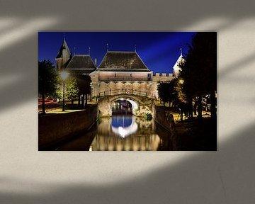 koppelpoort in Amersfoort tijdens het blauwe uurtje van Gerard de Zwaan